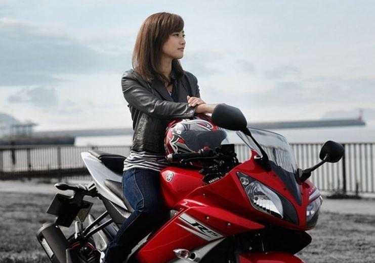 Ini Dia Beberapa Tips Aman Berkendara Motor Bagi Para Wanita